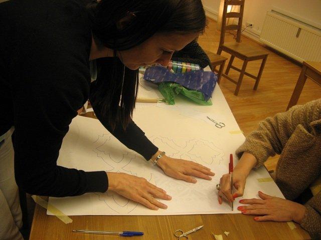 A mintát itt is indigó segítségével rajzoltuk át, majd itt-ott korrigáltuk.